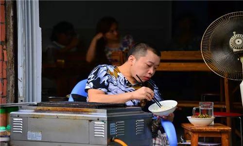 【梓州·人物 第11期】肖云开:在恒昌路烧烤店上坐了整整14年 ...